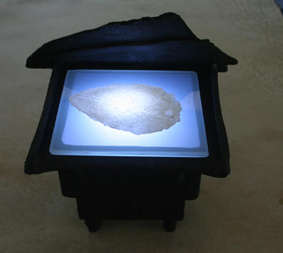 Light box with Fragment Interstices